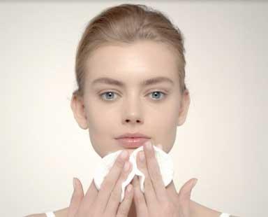 Detergere il viso